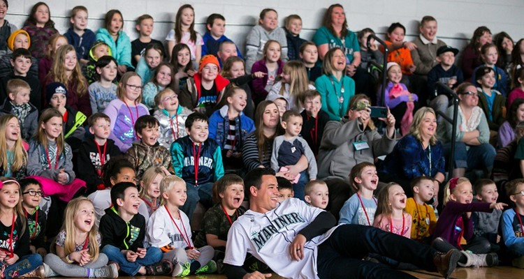 MTE student's with Seattle Mariners.